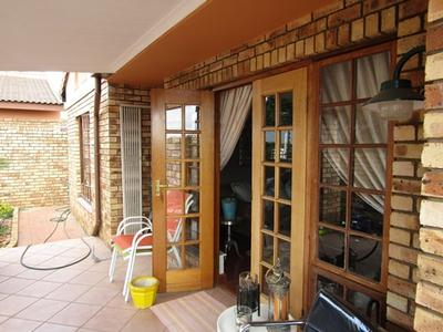 Property For Rent in Allen's Nek, Roodepoort